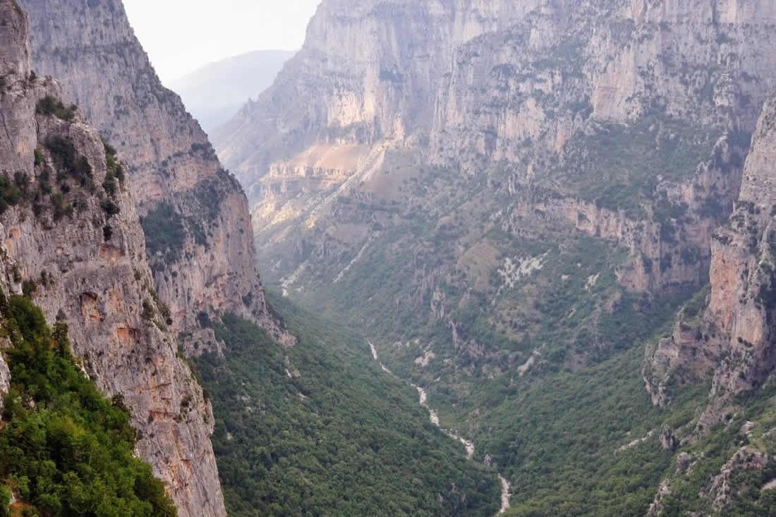 Το Φαράγγι του Βίκου, βρίσκεται 30 χλμ. βορειοδυτικά των Ιωαννίνων και είναι το βαθύτερο φαράγγι παγκοσμίως, σύμφωνα με το βιβλίο Guinness[1]. Αποτελεί τον πυρήνα του Εθνικού Δρυμού Βίκου-Αώου, στην περιοχή του οποίου βρίσκει καταφύγιο μεγάλη ποικιλία σπάνιων ειδών χλωρίδας και πανίδας