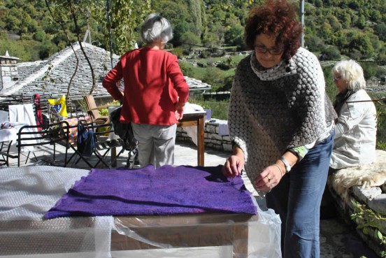Rokka guesthouse & wool weaving (loom) in Elafotopos village, Zagorochoria, Greece